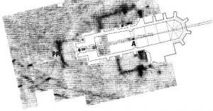 Die Georadarmessung lässt nicht nur das Fundament der geplanten Triumphpforte P ( = Portalpunk)t erkennen, sondern zeigt auch die Grundmauern der ehemaligen Seitenkapelle Achsenknick (gut sichtbar von der Orgelempore)