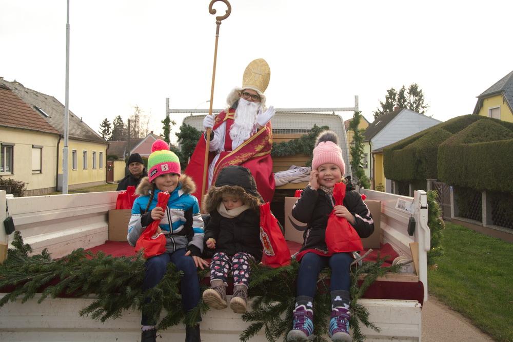Der Heilige Nikolaus fährt durch Breitensee